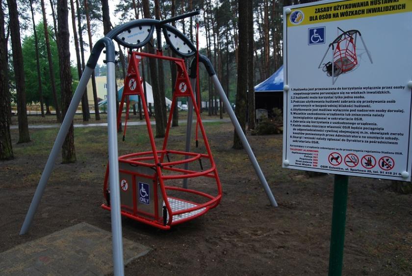 Wspaniały Pierwsza huśtawka dla niepełnosprawnych w Goleniowie - Wiadomości TK63